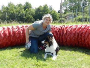 Charlotte, membre du comité de Positive Canitude avec Tempette, son chien
