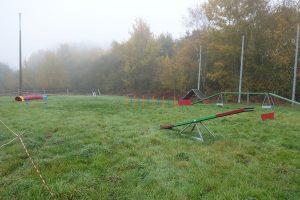 Terrain d'agility dans le brouillard