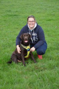 Amandine en Photo, secrétaire du club, avec Next son chien